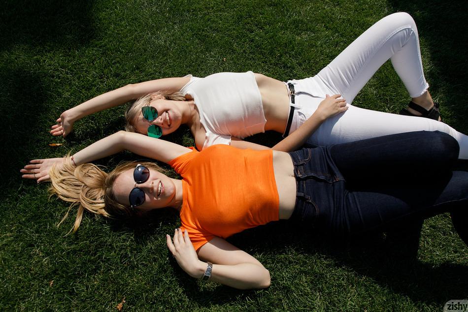 Diana and Victoria enjoying the sun